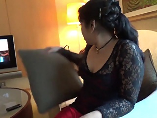 DESI BOOTY IN RED SKIRT amateur big ass hd